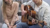 namoradas : Cute teenager male playing guitar at college part, girl listening, first love Vídeos