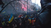 retiro : Big crowd of Ukrainian citizens retreating after stand-off with police forces