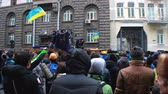 протест : Middle of crowd during protester clashes on Hrushevsky Street in Kyiv, Ukraine. Стоковые видеозаписи