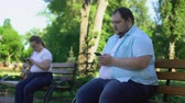 ignorieren : Fat people easy communicate in social network but afraid acquaintance in reality Videos