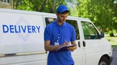 futár : Delivery company worker filling report, student part-time job, fast shipment