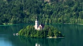 pielgrzymka : Assumption of Mary church located on lake Bled, Slovenia travel, aerial view Wideo