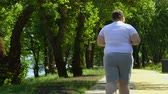 buclatý : Obese male jogging in park, trying to lose weight, sport and healthy lifestyle. Dostupné videozáznamy
