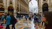 kunsthandel : MILAN, ITALY - CIRCA MAY 2018: Shopping in the city. Shopping people in ancient Galleria Vittorio Emanuele, oldest active mall, Italy Stock Footage