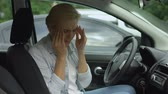 napětí : Blond female suffering from strong migraine, sitting in auto, headache disorder