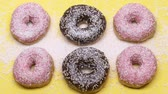 спин : Donuts sprinkled with too much sugar, diabetes, junk food, unhealthy snacks.