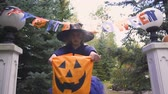 bilhete : Little witch demands candies at entrance to Halloween party, trick-or-treating