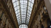fresk : Galleria Vittorio Emanuele II, panoramic glass roof in shopping mall, landmark Stok Video
