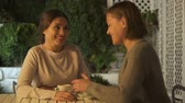 memória : Sisters discussing pleasant news, smiling and laughing, nice time together