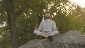 meditare : Male doing yoga outdoors, lotus pose, meditating in wild, harmony and balance