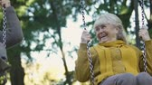originales : Happy old women swaying, laughing sincerely, remembering childhood together Archivo de Video
