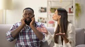 ignorer : Annoyed black man ignoring conversation with his girlfriend, misunderstanding