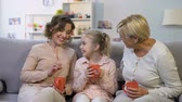 fofoca : Excited girl telling mom and granny funny story about school, trusting relations Vídeos