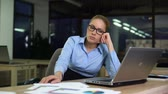 apathy : Woman sitting upset hating job while working night shift in office, overtime Stock Footage