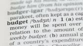 gramática : Budget, pencil pointing word on vocabulary page in english, savings planning