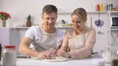 casal : Happy couple clumsily kneading dough, spending fun time together in kitchen