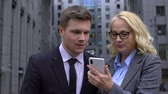 colega de trabalho : Two corporate colleagues using smartphone application, smart organizer gadget Stock Footage