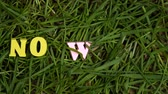globalizace : No waste letters appearing on green grass, protest against single-use plastic