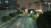 коммутирующих : Time Lapse of Traffic at Night in Downtown Los Angeles Стоковые видеозаписи