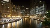 vervoer : Downtown Chicago Waterway at Night Stockvideo
