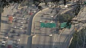 passagem elevada : Overhead View of Busy Los Angeles Freeway - Time Lapse Vídeos