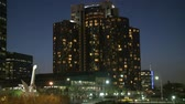 elevador : Busy Hotel Apartments at Night in Los Angeles