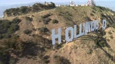 sen : Aerial of The Hollywood Sign, Los Angeles