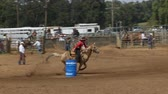 kuh : Rodeo Cowboys - Cowgirls Barrel Racing in Zeitlupe