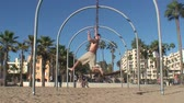 baton : Venice Beach Gymnast Wideo
