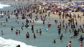 relaks : Time Lapse of Crowded Beach in Los Angeles.