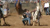 страна : Rodeo Cowboys - Bulldogging Steer Wrestling in Slow Motion