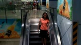 modelo : Asian Girl on Escalator, Thailand
