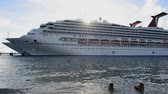 пассажир : Large cruise ship dock in Grand Turk island