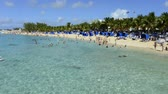 ailelerin : Time lapse of a busy beach on Grand Turk Island