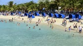 meşgul : Time lapse of a busy beach on Grand Turk Island