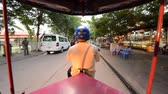 asiáticos : Scenic Drive with Tuk Tuk Taxi Driver in Siam Reap Angkor Wat