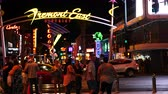 tempo : Time Lapse of Crowd on Fremont Street - Las Vegas