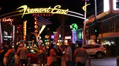 tempo : Zoom Out - Timelapse of Crowd on Fremont Street - Las Vegas