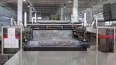 hybridní : The mattress unit is supplied under a hydraulic press and compressed, hydraulic press compresses and wraps the mattress in cellophane, factory mattresses Dostupné videozáznamy