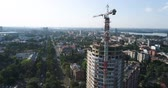 ustabaşı : Construction of a multi-storey building, Tower crane, Unfinished multi-storey building, Building a high rise, Panoramic view Stok Video