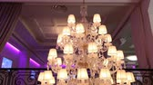 lokanta : Vintage chandelier in the restaurant, interior Stok Video