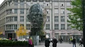 praga : Monument to Franz Kafka in Prague, Spinning statue of Franz Kafka head, modern design, timelaps
