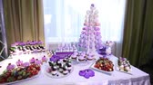 banquete : Sweets on buffet table, wedding, the table with sweets, dessert buffet, beautiful alcoholic shots