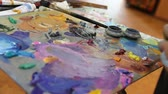finger painting : Artist mixes paint on the palette, Art brush mixed paint on the palette, artist brush mix color oil painting on palette Stock Footage