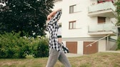 хоп : A young woman dancing in the street. Long shot. Dolly shot