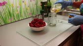 przetwory : sun-dried tomatoes with oil time lapse Wideo