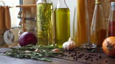 pimenta em grão : Food ingredients on wooden table. Spices and herbs. Closeup of pepper spice and rosemary herb. Condiment bottles. Peppercorns and cooking oils in glass bottles. Panning on cooking ingredients Vídeos