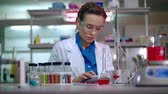 wyniki : Female scientist working with scientist tablet. Woman scientist using tablet computer in modern laboratory. Scientist woman working in lab. Scientific research on tablet pc at research lab
