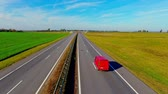 příjezdová cesta : Aerial landscape road in field. Top view straight road. Cars traffic highway sky view. Cars moving on highway road. Highway landscape. Road aerial view