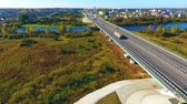 vozovka : City road aerial view. Sky view cars moving on highway road in city. Cars driving on highway city. Highway road in city landscape. Urban road landscape view